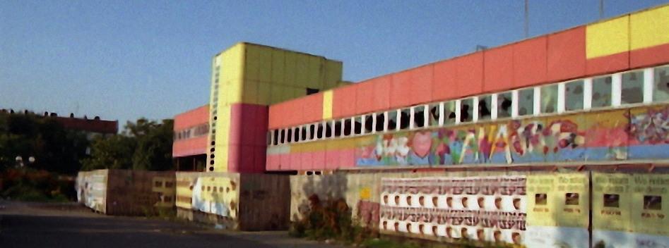 Sept. 1992 … Unsere alte Schule zerfällt …